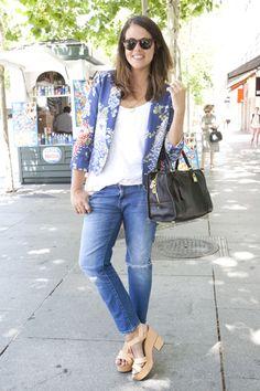 Mónica García-Nieto es gestora de eventos Mónica se ha decantado por un printed blazer, de Zara, jean y sandalias, también de Zara, y bolso de Loewe.
