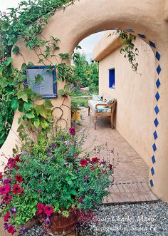 of Taos, New Mexico, created an elaborate home garden featuring containers, perennial beds, a Japanese themed path and a regional style that reflects the Spanish and pueblo architecture of the area. A stucco portal lined with vines adds a mystical air. Southwestern Home, Southwest Style, Spanish Style Homes, Spanish House, Spanish Colonial, New Mexico Style, Santa Fe Style, Adobe House, Hacienda Style