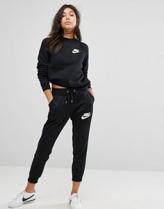 4620d817f370 Get this Nike s track trousers now! Click for more details. Worldwide  shipping. Nike