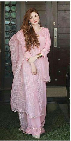 Beautiful Pakistani Dresses, Pakistani Formal Dresses, Pakistani Fashion Party Wear, Indian Fashion Dresses, Pakistani Dress Design, Indian Designer Outfits, Pakistani Outfits, Fancy Dress Design, Stylish Dress Designs