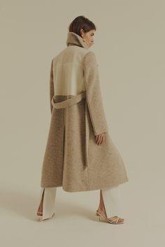 Eudon Choi Fall 2020 Ready-to-Wear Fashion Show - Vogue Catwalk Collection, Fashion Show Collection, Vogue Paris, Fashion Week, Fashion 2020, Fashion Ideas, Women's Fashion, Fashion Trends, Formal Coat