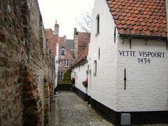 Vette Vispoort Bruges, Far Away, Beautiful