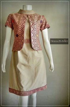 Batik dress with looks outer Kebaya Dress, Batik Kebaya, Batik Dress, Simple Dresses, Pretty Dresses, Batik Blazer, Corsage, Mode Batik, Batik Fashion
