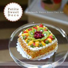 Torta miniatura Fruit Almond Imán cuadrado Por PetiteSweetDeco