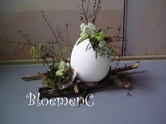 ♥ ~ ♥ Spring into Easter ♥ ~ ♥ Deco Floral, Arte Floral, Egg Crafts, Easter Crafts, Easter Tree, Easter Eggs, Flower Centerpieces, Flower Decorations, Diy Ostern