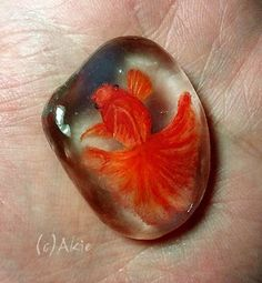 I painted Goldfish on natural shape sea glass. the glass size = 30mm