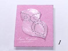 В этом мастер-классе вышиваем жемчужный ряд, осваиваем два вида пайеточного ряда и оформляем вышивку в брошь. И маленькая хитрость при вышивке заделочного шва :) Необходимые материалы: - пайетки плоские 3 мм. 2 цветов (серебро, золото); - пайетки плоские 4 мм. (светло-серые); - пайетки чаша 5 мм. (светло-розовые); - кристалл капля Сваровски 14х10 мм. (белый опаловый); - жемчуг Сваровски 3 мм.