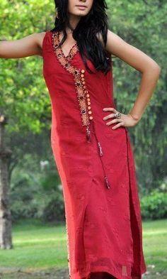 Love the long shirt kurtas Neckline Designs, Dress Neck Designs, Designs For Dresses, Blouse Designs, Salwar Pattern, Kurta Patterns, Dress Patterns, Sewing Patterns, Indian Attire