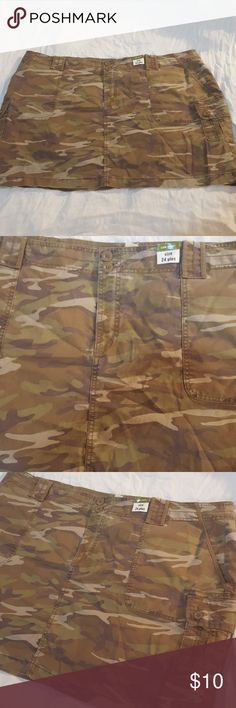 Camo skirt Brand new low waist lots of pockets Old Navy Skirts