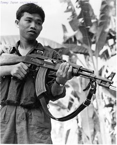 Take a look at these photos of Viet Cong soldiers that fought against anti-communist allies during the Vietnam War. Vietnam History, Vietnam War Photos, American War, American History, North Vietnam, War Image, Vietnam Veterans, Military History, World War Ii