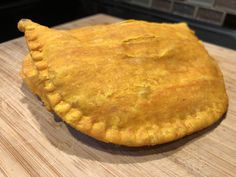 Easy Authentic Flaky Jamaican Beef Patty Recipe - Gimme Yummy Recipes Meat Patty Recipe, Chicken Patty Recipes, Patties Recipe, Jamaican Beef Patties, Jamaican Patty, Jamaican Dishes, Jamaican Recipes, Yummy Recipes, Yummy Food