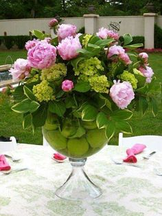 the casual elegance of an afternoon lunch, I used the large vase and filled the base with green apples and arranged pink peonies (one of the most sensual flowers you can get) and green hydrangeas over top! Beautiful Flower Arrangements, Fresh Flowers, Floral Arrangements, Beautiful Flowers, Elegant Flowers, Cut Flowers, Deco Floral, Arte Floral, Floral Design