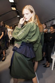 Backstage Pass: Paris Fashion Week Spring 2015 - Backstage at Sacai Spring 2015 Suit Fashion, Trendy Fashion, Fashion Show, Vintage Fashion, Fashion Outfits, Fashion Design, Fashion Week 2015, Spring Fashion, Paris Fashion