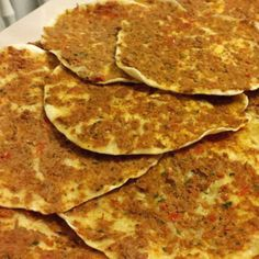 Turkse pizza net als uit de winkel - Apocalypse Now And Then Snack Recipes, Cooking Recipes, Great Recipes, Healthy Recipes, Dutch Recipes, Turkish Recipes, Pizza Wraps, Good Food, Yummy Food