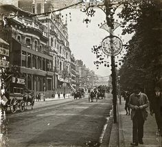 London, England: Walking down Piccadilly beside Green Park at the time of Victoria's Jubilee, 1897 Victorian Street, Victorian Life, Victorian London, Vintage London, Old London, London City, London History, British History, Old Pictures