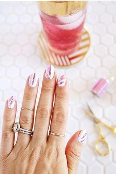 Easy Nail Art Designs - DIY Holograph Foil Manicure - Step By Step, Simple Tutorials For Beginners For Summer, Fall, Spring, and Winter. Ideas For Nailart For Kids, For Toes, DIY, And Classy Ring Finger Ideas With Glitter. Also Some Great Ideas For Flowers, Paint, Stripes, And Black Nails - https://thegoddess.com/easy-nail-art-design