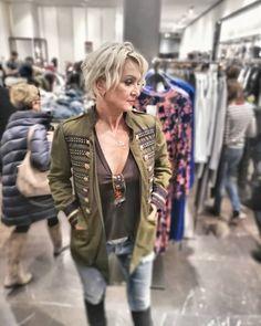 @fashionstorebook #fsbk #outlet #outfitbook #ootd #chicstyle #queenfsbk #fashion #outfitdna #obliekajsasnami #vypredaj #objednajsitu #nahodsa #oblecsa #dnespredavam #forsale #streetfashion #spisskanovaves #snv #novejša #letna41 #mestosnv #slovakia #slovensko Military Jacket, Ootd, Punk, Leather Jacket, Store, Jackets, Fashion, Studded Leather Jacket, Down Jackets