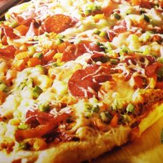 ESSEN & TRINKEN - Fladenpizza (mit Siegfried-Teig) Rezept Biryani, Hawaiian Pizza, Gnocchi, Finger Foods, Vegetable Pizza, Breakfast Recipes, Yummy Food, Yummy Recipes, Food And Drink