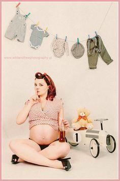 Pin Up sesja ciążowa #pinup #sesja ciążowa #sesja brzuszkowa http://www.wildandfreephotography.pl