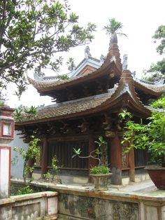 Main hall of Bối Khê temple-Hà Nội. The timber structure was erected in 13th-14th century