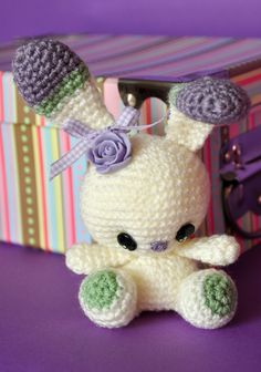 Chica outlet & DIY - free pattern here: http://www.ravelry.com/patterns/library/crochet-spring-bunny