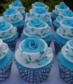 rose in a tea cup cupcakes. change the roses to yellow and we have cute cupcakes for a sorority event? Cupcakes Bonitos, Cupcakes Decorados, Beautiful Cupcakes, Yummy Cupcakes, Teacup Cupcakes, Party Cupcakes, Teacup Cake, Snowman Cupcakes, Sweet Cupcakes