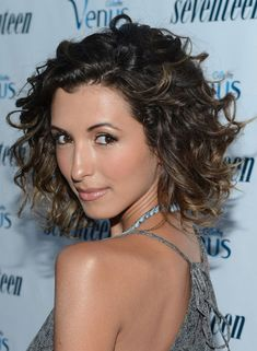 25 Addictive Short Curly Hairstyles For Women | CreativeFan