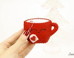 Tazza ornamento feltro, decorazione di Natale, addobbo per albero di Natale, regali per lei, pannolenci, tazza di tè, pupazzo