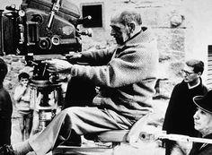 """7- Luis Buñuel (1900- 1983) [España]. """"La moda es la manada; lo interesante es hacer lo que a uno le da la gana"""".  Películas: 1- Viridiana.  2- Nazarín.   3- El Angel Exterminador.  4- Tristana.  5- Él."""