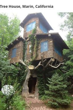 Funny pictures about Three Story Tree House. Oh, and cool pics about Three Story Tree House. Also, Three Story Tree House photos. Beautiful Tree Houses, Cool Tree Houses, Beautiful Homes, Amazing Houses, Beautiful Beautiful, House Beautiful, Weird Houses, Cabins In The Woods, House In The Woods