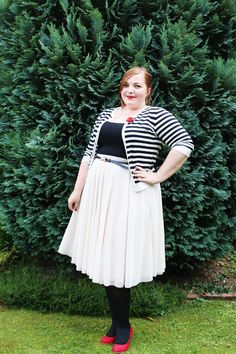http://kathastrophal.de // Plus Size Fashion | Vintage Kitsch Paris Garten Party with a striped cardigan, tulle skirt and red shoes {What I Wore}