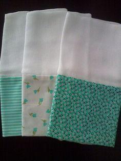 Kit com 3 Fraldas de Boca com Barrado Verde Em tecido tricoline 100% Algodão A medida da fralda 32 x 32 cm A medida do Barrado é 10 x 32 cm (estampas na cor Verde) R$ 9,99