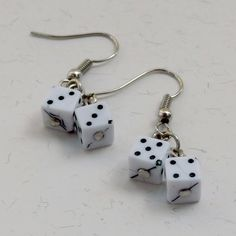 Brincos Dadinho Branco - Little White Dice Earrings | Beat Bijou | Elo7