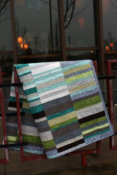 Debbie at A Quilter's Table Maisy Quilt ( pattern by http://aquilterstable.blogspot.com/2012/12/a-maisy-quilt-for-christmas.html