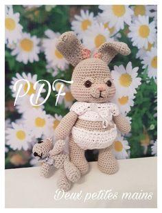 Fleur la lapine et son ourson, réalisés au crochet par mes deux petites mains, elle mesure 22 cm et son ourson : Tutoriels de fabrication par deux-petites-mains