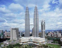 Las Torres Gemelas Petronas, ubicadas en Kuala Lampur (Malasia) son los edificios más altos de su tipo en todo el mundo.