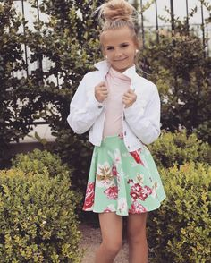 How cute Style École, Kids Outfits, Cute Outfits, Teenage Outfits, Preteen Girls Fashion, Tween Girls, Fashion Kids, Girls In Mini Skirts, Moda Fashion
