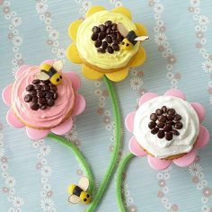 Turn any cupcake into a fun flower treat! Learn how: http://www.bhg.com/recipe/cupcakes/fun-flower-cupcakes/