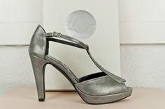 #Peeptoe #metallic #leather #platformpumps #highheels #handcrafted #madeinspain #shoes #zapatos #peeptoes #plataforma y #tacones #detalle empeine #tejido #fantasia BUY//COMPRAR: www.jorgelarranaga.com/es/home/365-410.html