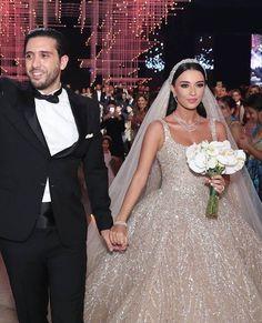 Lebanese Wedding Dress, Turkish Wedding Dress, Fancy Wedding Dresses, Bridal Dresses, Arab Bride, Bridal Veils And Headpieces, Bridesmaid Saree, Arab Wedding, Wedding Looks