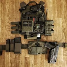 Tactical Medic, Tactical Armor, Tactical Survival, Police Gear, Military Gear, Military Women, Airsoft Plate Carrier, Plate Carrier Setup, Airsoft Gear