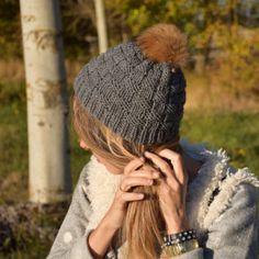 Gorro para chica de lana gris con pompón piel Fibras Naturales 5e83ae1ed84