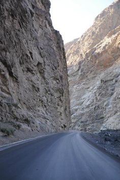 Superb view of great Karakoram highway Hunza valley Gilgit Baltistan Pakistan Pakistan Tourism, Pakistan Zindabad, Pakistan Travel, Pakistan Fashion, Cool Countries, Countries Of The World, Pakistan Pictures, Karakoram Highway, Hunza Valley