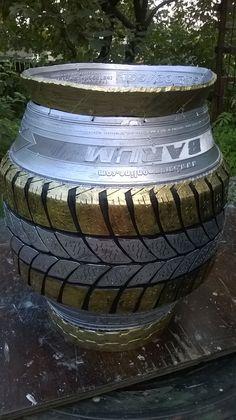 Mini amfora-adrian v. Reuse Old Tires, Recycled Tires, Recycled Furniture, Modern Furniture, Furniture Design, Tire Garden, Tire Art, Tire Planters, Car Part Furniture