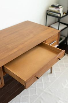 Review of the West Elm Mid Century Modern Desk in Acorn, pros and cons and is it worth it West Elm Desk, West Elm Mid Century, Mid Century Modern Desk, Black And White Theme, Buy Furniture Online, Home Desk, Home Office Design, Furniture Inspiration, Modern Minimalist