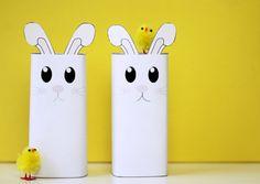 Deze superleuke konijntjes kun je met onze gratis printable zelf in elkaar knutselen voor Pasen!  #minime #pasen #paasfeest #kinderen #paaseitjes #diy #knutselen Bookends, Snowman, Diys, Disney Characters, Bricolage, Snowmen, Do It Yourself, Fai Da Te, Book Holders