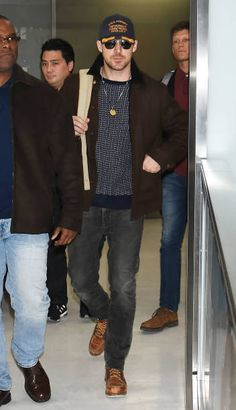 Actor Ryan Gosling is seen on arrival at Narita International Airport on December 2 2018 in Narita Chiba Japan Ryan Gosling Style, Editorial Photography, Fashion Photography, High Fashion Shoots, Ryan Thomas, Red Bikini, Fashion Videos, Bikini Photos, Jeans And Boots