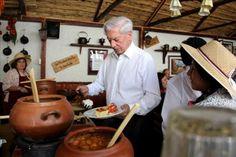 Mario Vargas Llosa cumple 79 años y así lo celebra. Foto EFE