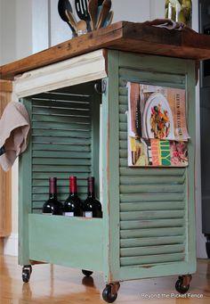 Já pensou em reutilizar venezianas? Eu não estou falando de pessoas nascidas em Veneza, não! (brincadeirinha). Estou falando daquela parte de fora de uma porta ou janela, que tem paletas inclinadas que servem para ventilar e impedir a entrada de água...