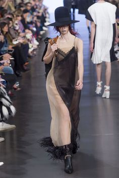 Maison Margiela by John Galliano Spring 2019 Ready-to-Wear Collection Fashion Week, Fashion Brand, Runway Fashion, Spring Fashion, High Fashion, Womens Fashion, John Galliano, Vogue, Style Haute Couture